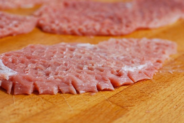 naříznutí masa na okraji