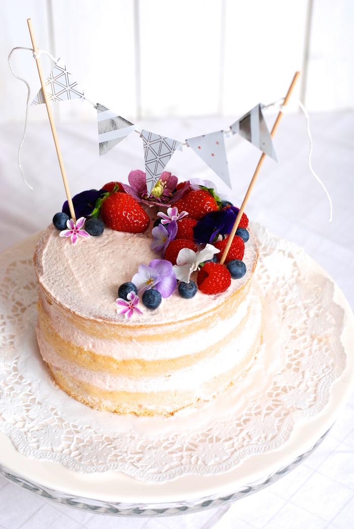 malý dort k narozeninám Naked cake pro nesmělé: uchvátí vás vzhledem i snadností malý dort k narozeninám