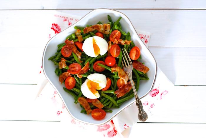 Fazolkový salát s vejcem a se slaninou