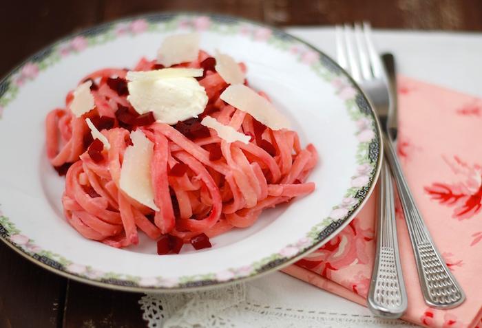 těstoviny s pečenou červenou řepou