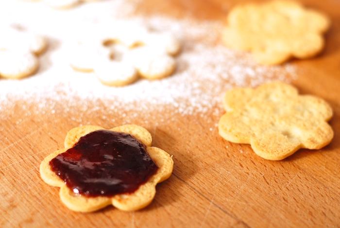 natírání cukroví zavařeninou