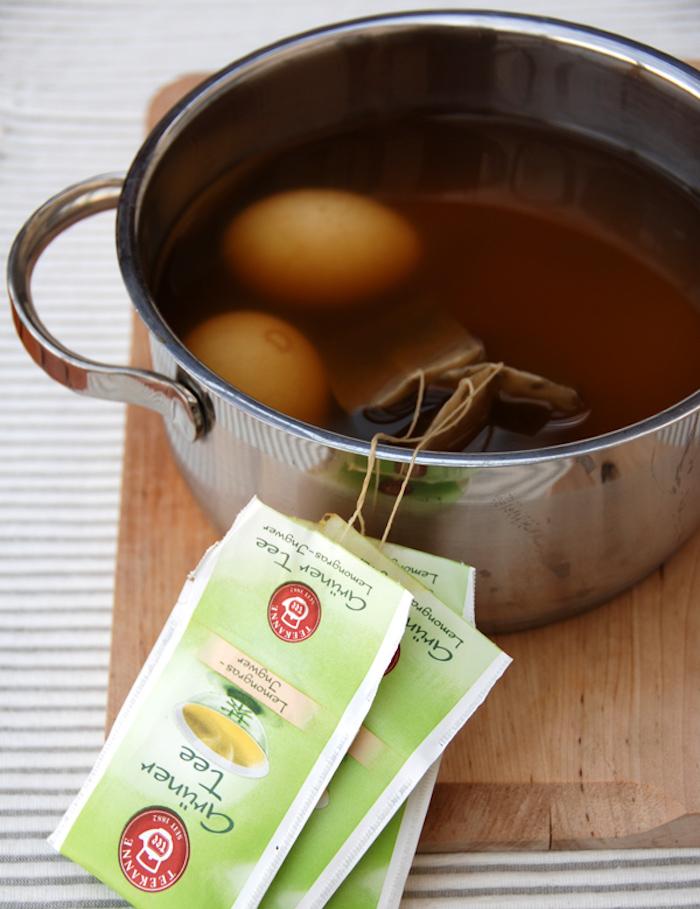 barvení vajíček čajem