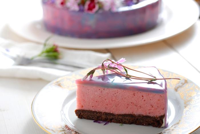 krájení dortu se zrcadlovou polevou