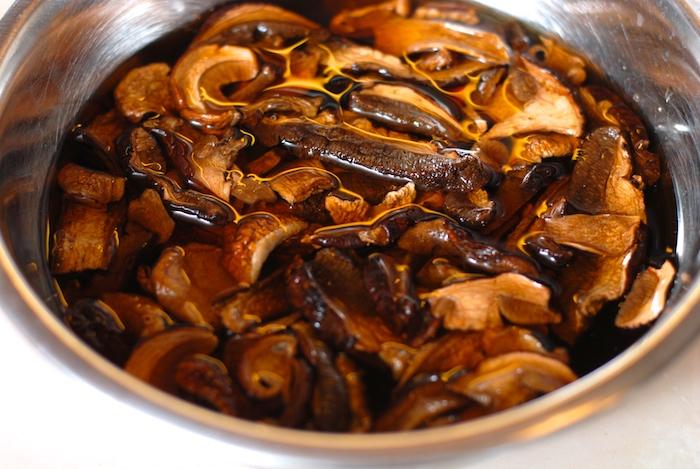 houbový kuba namáčení sušených hub