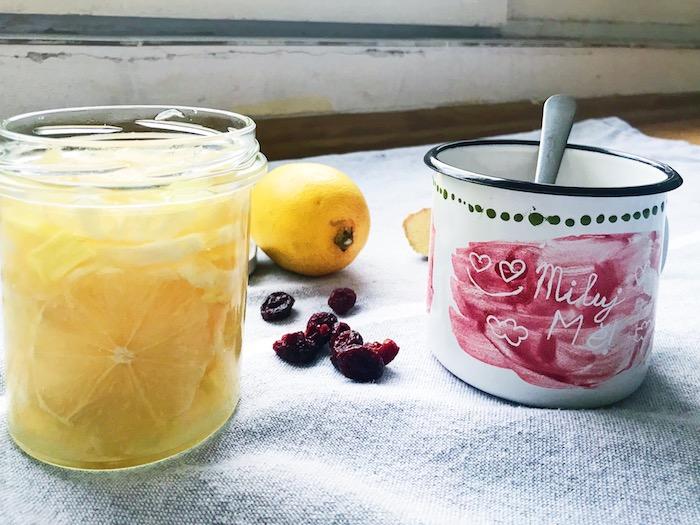 čaj s naloženými citrony