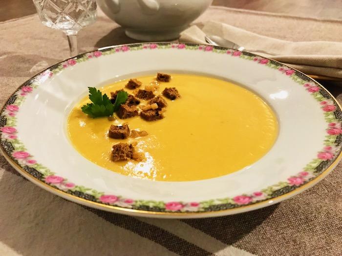 tradiční hrachová polévka