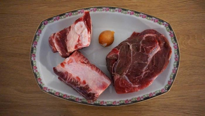 maso na hovězí vývar