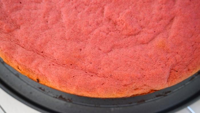 red velvet cake s řepou po upečení