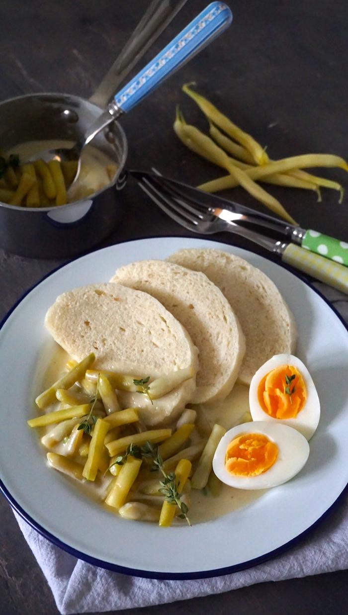 fazolky na smetaně servírování