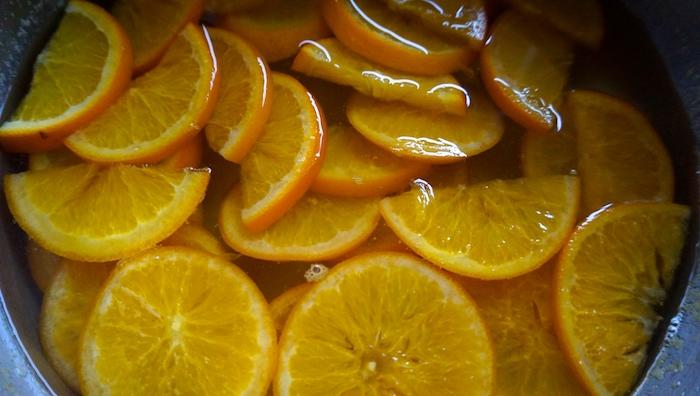 pomeranče v cukrovém sirupu