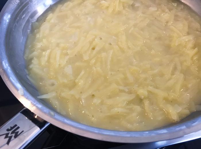 příprava a míchání bramborového rizota