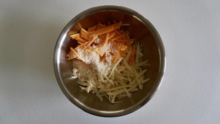 nastrouhaný sýr do sýrové omáčky