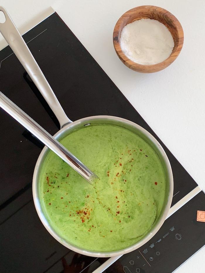 zelená polévka po rozmixování