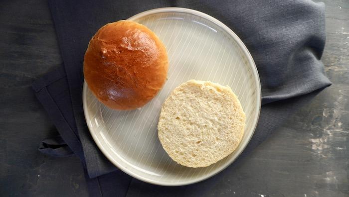 houska na hamburger po rozříznutí