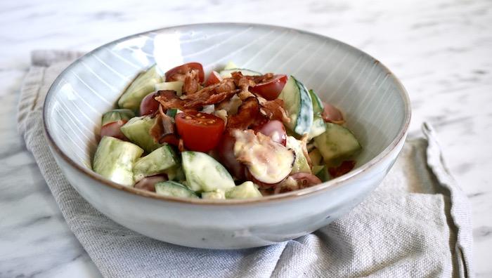 okurkový salát se slaninou